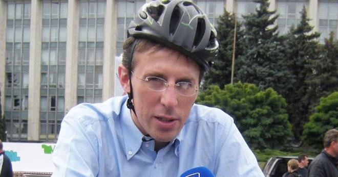 dorin-chirtoaca-casca-bicicleta